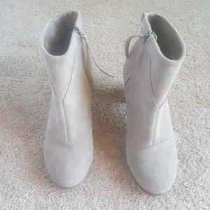 Tom's Suede Zip Boot, Chunky heel